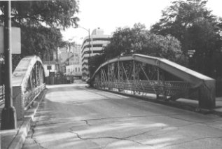 Front of Presa St. Bridge
